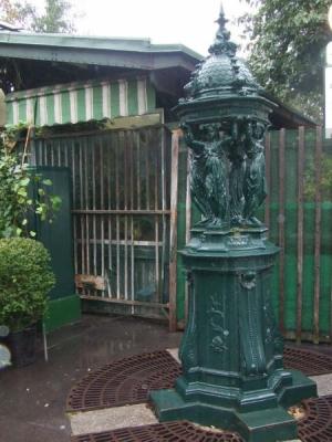 fontaine wallace marché aux fleurs