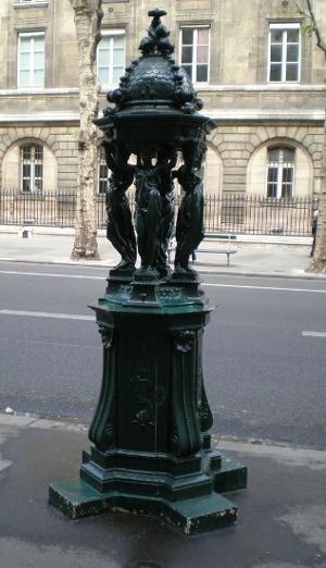 Fontaine boulevard du Palais