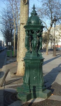 Fontaine Wallace boulevard Richard Lenoir