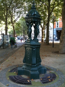 Fontaine rue Carrel
