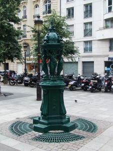Fontaine Wallace rue de Levis